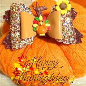 Thanksgiving turkey bow